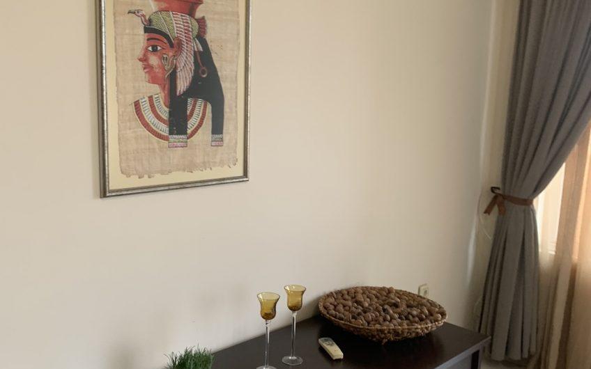 Тристаен Модерно Обзаведен Апартамент с Южна Тераса